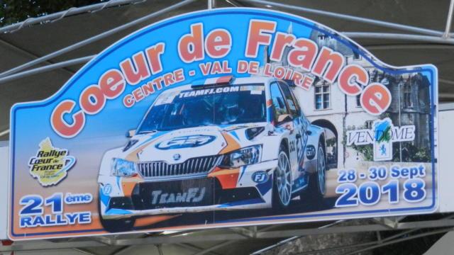 Enseigne du Rallye sur le podium à Vendôme