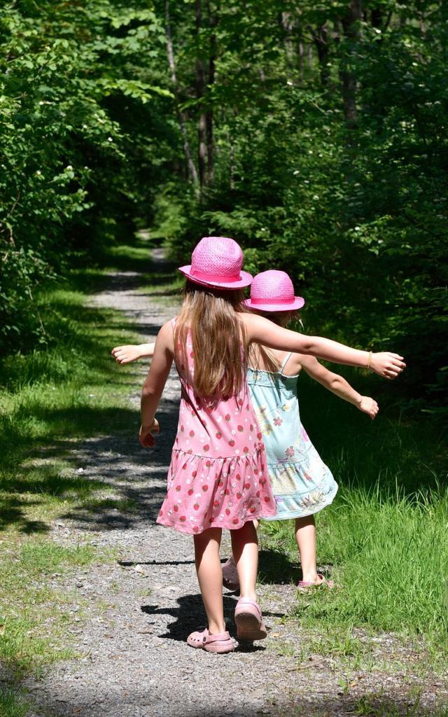 Petites Filles Dans La Nature