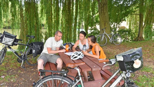 Pause pique-nique pendant la rando à vélo
