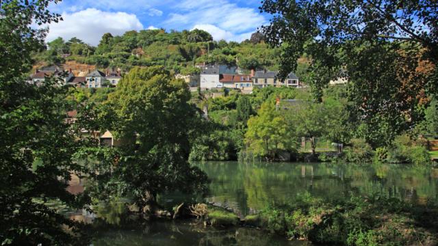 La petite cité troglodytique de Trôo en bord de Loir