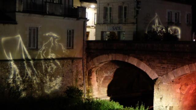 Dragon façade rue du Change, bord de Loir