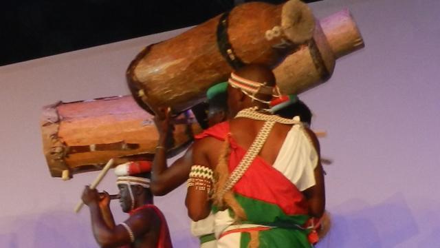 Spectacle pendant le festival de Montoire-sur-le Loir, les Folklores du Monde