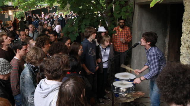 Concert devant une cave - Gare à la Rochette à Thoré-la-Rochette