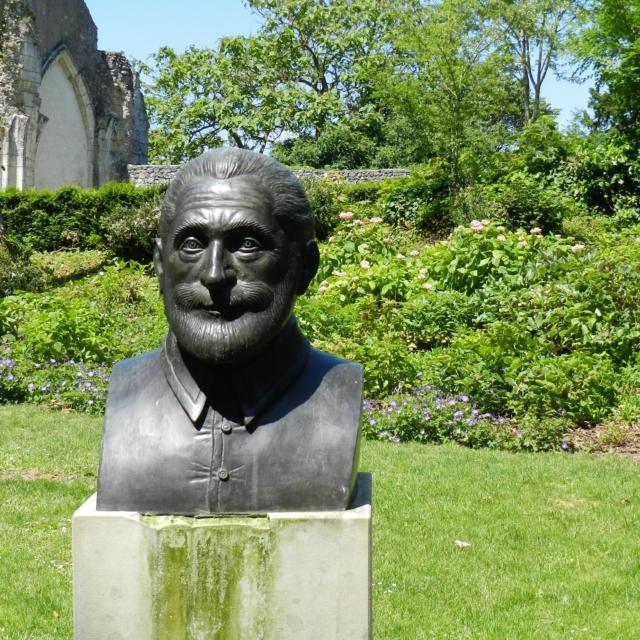 Buste de Henri IV dans le parc du château de Vendôme