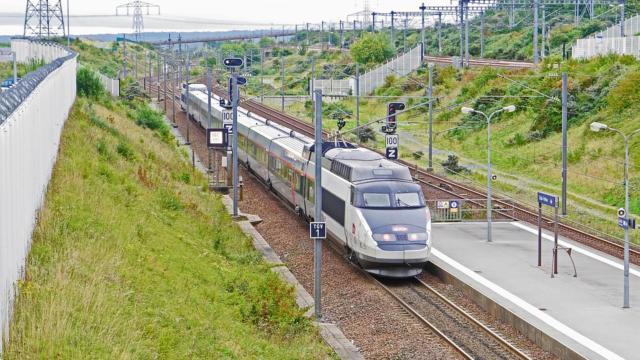 TGV au pont de Varennes