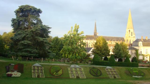 Mosaïculture sur la pente des Petits Jardins à Vendôme
