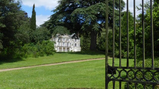 Entrée du parc Botanique de la Fosse à Fontaine-les-Coteaux