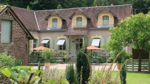 Façade du salon de thé au Jardin du Plessis Sasnières